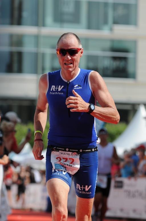 Andreas Bode gewinnt seine AK beim Frankfurter City Triathlon