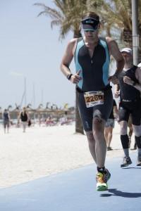Tobi Kopp auf der Laufstrecke des Ironman 70.3 Mallorca 2015