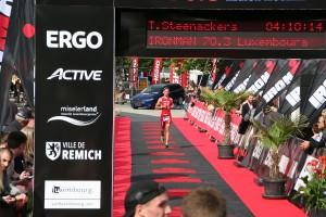 Felix Weiß beim Zieleinlauf des Ironman 70.3 Luxembourg 2015