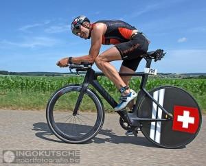 Walter Reichmuth auf der Radstrecke des Triathlon Ingolstadt Foto: Ingo Kutsche, sportfotografie.biz