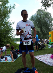 Andreas Baumgartl im Ziel des 31. Memmert Rothsee Triathlons