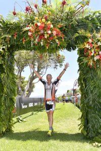 Andreas Bode im Ziel des Ironman 70.3 auf Hawaii