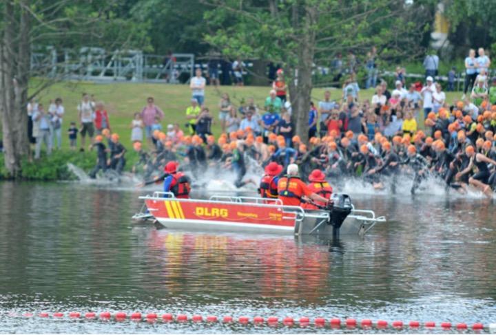 Schwimmstart beim Triathlon in Bocholt