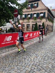 Jasmin Guthmann auf der Laufstrecke des DATEV Challenge Roth
