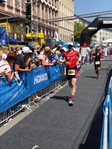 Dirk Janz auf der Laufstrecke des Ironman Frankfurt