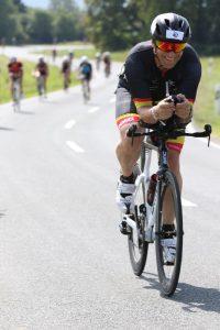 Carsten Meurer auf der Radstrecke des Memmert Rothsee Triathlons 2019