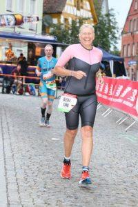 Wiebke Reineke auf der Laufstrecke des DATEV Challenge Roth