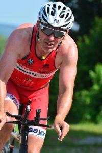 Josef Schnocklake auf der Radstrecke des Memmert Rothsee Triathlons