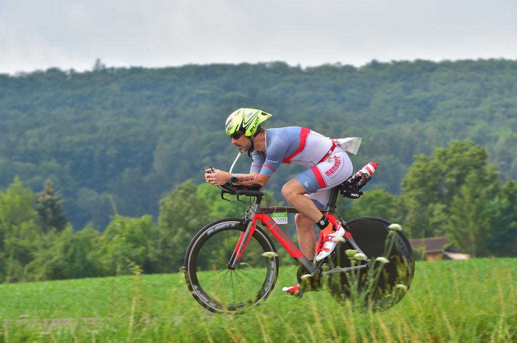 Marc Steuerer auf der Radstrecke des DATEV Challenge Roth