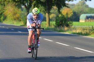 Marc Steuerer auf der Radstrecke des Memmert Rothsee Triathlon