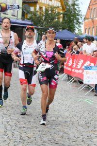 Stephanie Steybe auf der Laufstrecke des DATEV Challenge Roth