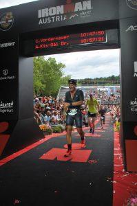 Christian Vordermayer im Ziel des Ironman Klagenfurt
