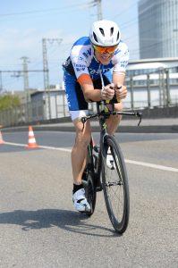 Andreas Bode auf der Radstrecke des City Triathlon Frankfurt 2019