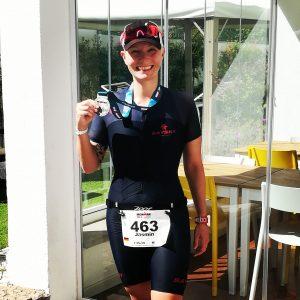 Jasmin Guthmann im Ziel des Ironman 70.3 Portugal