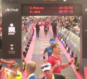 Dirk Janz im Ziel des Ironman Barcelona