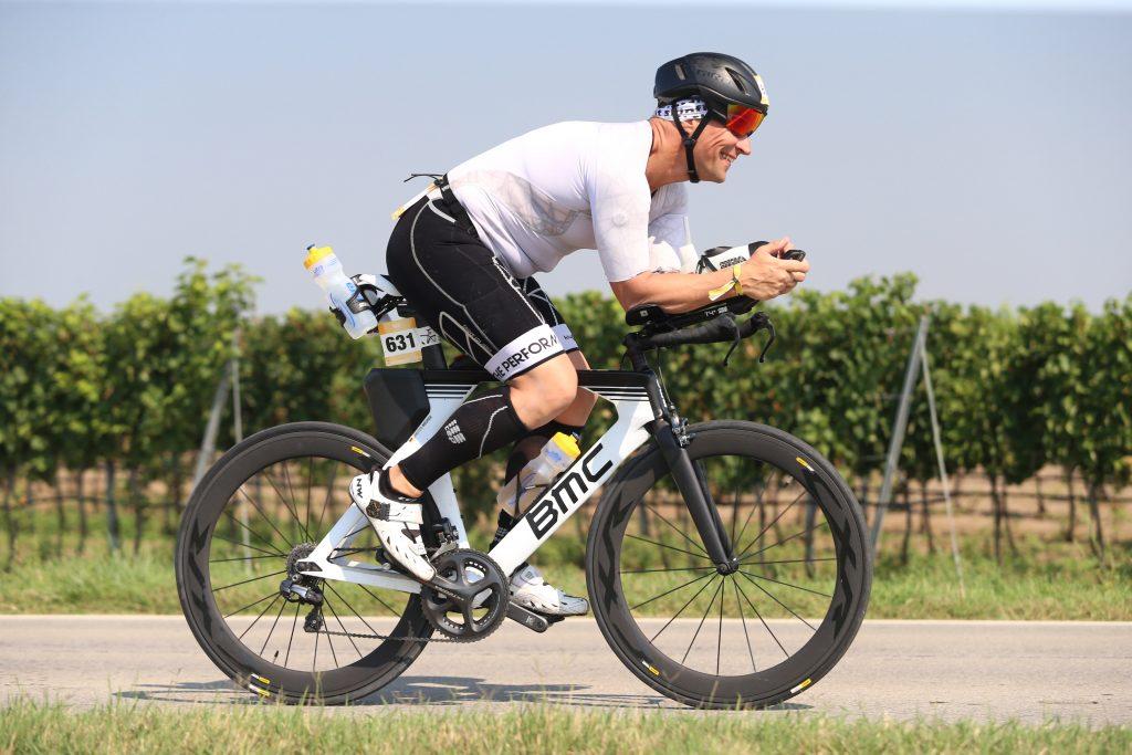 Carsten Meurer auf der Radstrecke des Podersdorfer Triathlons