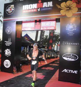 Christian Vordermayer im Ziel des Ironman Malaysia