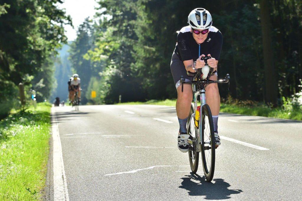 Wiebke Reineke auf der Radstrecke des DATEV Challenge Roth powered by Hep